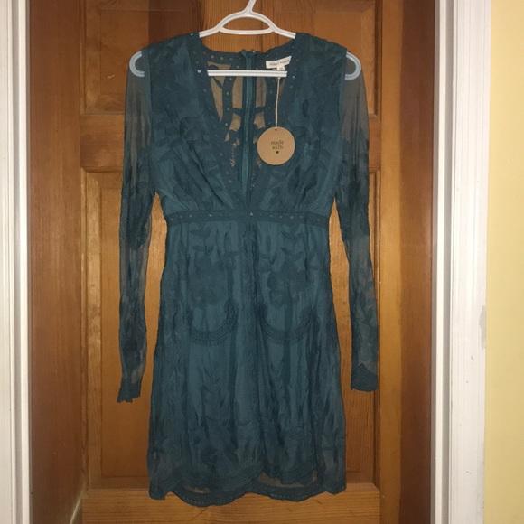 Honey Punch Dresses & Skirts - Honey Punch long sleeve lace dress